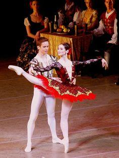 Leonid Sarafanov and Olesya Novikova  I LOVE this performance and that tutu is gorgeeeoouusss