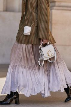 The Street Style Guide to Winter Sweater Outfits Sweater Outfits, Skirt Outfits, Pullover Outfit, Paris Mode, Fashion Outfits, Womens Fashion, Fashion Trends, Inspiration Mode, Mode Style