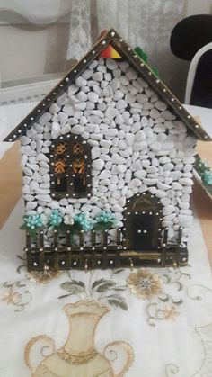Cool Birdhouse Design Ideas To Make Birds Easily to Nest in Your Garden Wood Crafts, Fun Crafts, Diy And Crafts, Crafts For Kids, Arts And Crafts, Clay Magnets, Clay Jar, Clay Wall Art, Birdhouse Designs