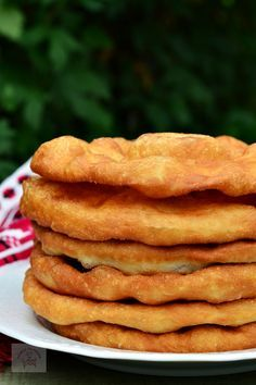 Scovergi - CAIETUL CU RETETE Scottish Recipes, Turkish Recipes, Cake Recipes, Dessert Recipes, Desserts, Romanian Food, Romanian Recipes, Focaccia Bread Recipe, Good Food