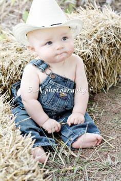 So cute Country photography (newborn baby photography country) Boy Pictures, Newborn Pictures, Country Baby Pictures, Baby Boy Photos, Baby Kind, Baby Love, Beautiful Children, Beautiful Babies, Cute Kids
