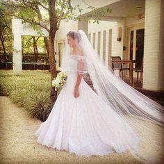 VN361 – Vestido de Noiva Princesa em Renda e Crepe com Ombro Caído – Famoso na Internet