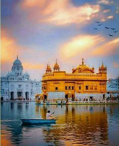 Golden temple in Amritsar, India Temple India, Hindu Temple, Golden Temple Wallpaper, Monument In India, Guru Nanak Wallpaper, Cute Images For Dp, Harmandir Sahib, Shri Guru Granth Sahib, Guru Pics