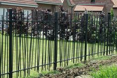 Portails | Silice & Cambium Metal Garden Fencing, Metal Fence, Garden Gates, Garden Art, Privacy Fence Designs, Low Fence, Branch Art, Boundary Walls, Fence Gate