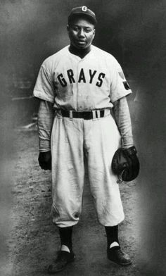 "Joshua ""Josh"" Gibson, catcher in baseball's Negro Leagues. Known as the ""Black Babe Ruth."" died at the age of 35 in just before Jackie Robinson broke the color barrier. Baseball Art, Sports Baseball, Baseball Players, Sports Pics, Baseball Scoreboard, Sports Head, Indians Baseball, Mlb Players, Baseball Equipment"
