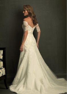Elegant Tulle A-Line Off-the-shoulder Wedding Dress With Appliques and Beadings