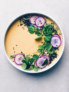 Immune-Boosting Adaptogenic Roasted Cauliflower Soup - Wu Haus - Just after Christmas, I got together with my friend Sasha to collab on an Ayurvedic immune-boosting - Cauliflower Soup, Roasted Cauliflower, Cauliflower Recipes, Healthy Soup, Healthy Recipes, Food Trends, Food Plating, Plating Ideas, Food Presentation