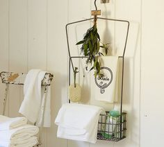 How to decorate a bathroom using recycled materials