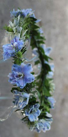 wianek z kwiatów ostróżki