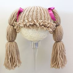 doll hats Ravelry: Cabbage Patch Doll Hat pattern by Bea Naretto Cabbage Patch Kids Costume, Cabbage Patch Hat, Knitted Mittens Pattern, Knitted Hats, Cabbage Dolls, Yarn Wig, Funky Hats, Doll Hair, Crochet Hair Styles