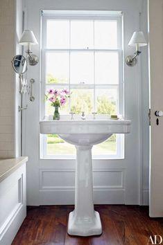 Christopher Spitzmiller Devises a Cheerful Home in Upstate New York - Architectural Digest Upstate New York, Cama Box, New York Homes, Window Mirror, Modern Bathroom, Bathroom Ideas, Bathroom Vanities, Bathroom Designs, Beautiful Bathrooms