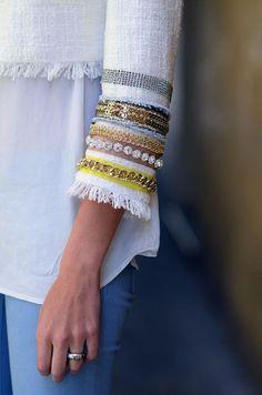 Классный способ удлинить рукава: вшить тесемки с пайетками, цепочками и прочим декором. Эти дополнения выглядят как браслеты и не просто удл...