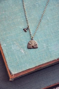 this jewelry maker must have a window into my heart, cause I love ALL of her work!!  Especially this bee-keeper necklace!
