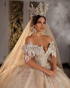 No words to describe this fantastic decor! If you like it as much as we do, show us your big love❤️ . Fancy Wedding Dresses, Beautiful Wedding Gowns, Princess Wedding Dresses, Unique Dresses, Pretty Dresses, Bridal Dresses, Beautiful Dresses, Quinceanera Dresses, Ball Dresses