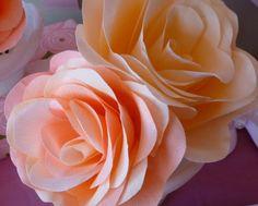 Rosa de papel crepom é linda e barata (Foto: designimprovised.com)
