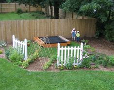 When children play in the sand pit, they can take care of their little garden; they can observe the growth and harvest of the trellis peas and flowers