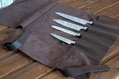 Новый аксессуар в нашем ассортименте: Специальная скрутка для транспортировки и хранения поварских ножей. Это обязательный аксессуар профессионального повара. Натуральная кожа, ручная работа.  Размер 43х46 см.  P.S. Ножи в комплект не входят!