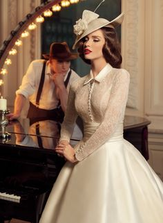 Tatiana Kaplun bridal collection 2015 presents the Jazz Sounds line as one of the bridal dresses ranges from the Russian designer. Vestidos Vintage, Vintage Dresses, Vintage Outfits, Vintage Fashion, Vintage Style, Tea Dresses, Dresses 2016, Retro Vintage, 1960s Dresses