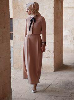 modest fashion Pembe Takm Kayra 2015 K Islamic Fashion, Muslim Fashion, Modest Fashion, Fashion Dresses, Hijab Dress, Hijab Outfit, Modele Hijab, Looks Street Style, Beautiful Hijab