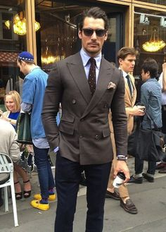 Do you want to know the secrets of some of the most stylish men? Check out these men's style tips and instantly upgrade your style. Mens Fashion Suits, Mens Suits, Men's Fashion, Gentleman Mode, Gentleman Style, Outfit Hombre Formal, Stylish Men, Men Casual, Blazer Outfits Men