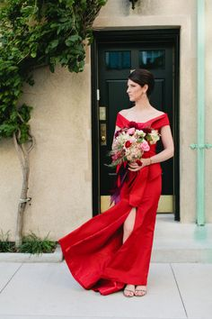Statement Oscar De La Renta red gown: http://www.stylemepretty.com/new-york-weddings/new-york-city/manhattan/2015/05/21/modern-nyc-bookstore-wedding/ | Photography: Sasithon Photo - http://www.sasithonphotography.com/