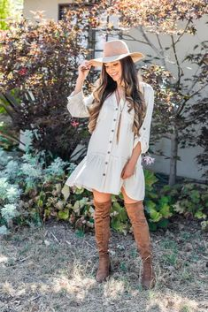 Fall Family Photo Outfits, Cute Fall Outfits, Outfits With Hats, Country Outfits, Spring Outfits, Southern Outfits, Autumn Outfits, Dresses With Cowboy Boots, Cowgirl Outfits