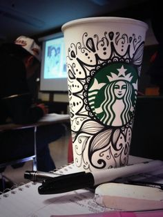 40 Starbucks Mug Art For Random Awesomeness - Bored Art - - We never know when the Starbucks Mug Art For Random Awesomeness artistic inclination will strike us and when we will be moved to make something aw. Arte Starbucks, Starbucks Cup Drawing, Copo Starbucks, Starbucks Cup Design, Starbucks Recipes, Starbucks Drinks, Starbucks Tumbler, Coffee Cup Art, Coffee Love