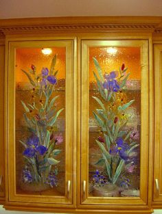Kitchen Cabinet Panels with Fused glass. I would do this with a stencil and either stained glass paint or craft paint Slumped Glass, Fused Glass Art, Stained Glass Projects, Stained Glass Patterns, Mosaic Art, Mosaic Glass, Glass Cabinet Doors, Cupboard Doors, Glass Garden Art