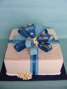 giftbox cake by bubolinkata, via Flickr