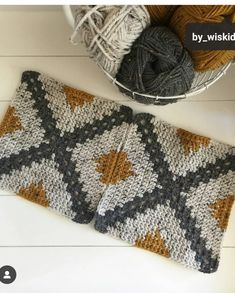 Best 12 Remember when I shared with you how to make a Geometric Crochet Pillow? A new crochet tutorial is so – SkillOfKing. Crochet Squares, Crochet Blanket Patterns, Crochet Granny, Crochet Motif, Crochet Designs, Crochet Stitches, Knitting Patterns, Granny Squares, Crochet Pillow