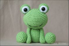 Manou frog and his tutorial 13 04 2019 Chat Crochet, Crochet Frog, Crochet Patterns Amigurumi, Diy Crochet, Crochet Dolls, Crochet Stitches, Crochet Baby, Crochet Animal Patterns, Crochet Animals