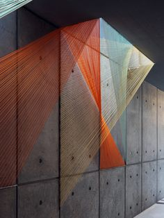 Image 1 of 17 from gallery of Inés Esnal's Prism Installation Brings Vivid Colors and Optical Illusions to NYC Lobby. Courtesy of Inés Esnal String Installation, Modern Art, Contemporary Art, Licht Box, Building Images, Art Design, Interior Design, String Art, Optical Illusions