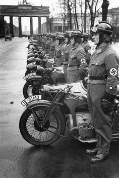 German NSKK members in Berlin and Zundapp 800 German Soldiers Ww2, German Army, Military Photos, Military History, Germany Ww2, Man Of War, War Photography, History Photos, War Machine
