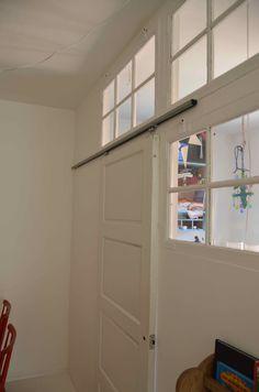 Skydedør, gamle vinduer / Bygget af Erik Modin