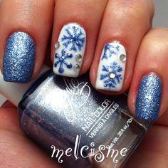 #snowflake #snowflakenails #winternails #notd #melcisme #holiday #nailart #glitter