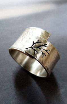 Tree ring made of Sterling silver. I sawed an autumn tree into a Sterling silver sheet. Hammered, oxdised and polished. Metal Jewelry, Sterling Silver Jewelry, Jewelry Rings, Jewelery, Jewelry Accessories, Silver Rings, Silver Jewellery, Silver Bracelets, Glass Jewelry