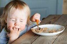 Got a baby, toddler, or preschooler who is a picky eater? Picky eating can make for dinner time battles and unhappy mamas. Here are 5 ways to minimize picky . Food Combining, Lassi, Toddler Meals, Toddler Food, Good Parenting, Picky Eaters, Baby Food Recipes, Breakfast, Oral Motor