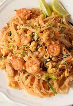 How to make the 30-minute Authentic Pad Thai Recipe | Savory Bites Recipes - A Food Blog with Quick and Easy Recipes Chicken Lo Mein, Tso Chicken, Asian Chicken, Orange Chicken, Thai Recipes, Easy Recipes, Dinner Recipes, Chicken Wrap Recipes, Shrimp Fried Rice