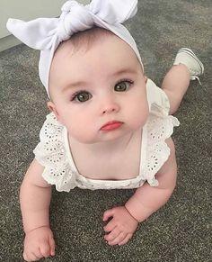Bom dia com muito fofura Beautiful Children, Beautiful Babies, Funny Babies, Cute Babies, Little Babies, Baby Kids, Baby Baby, Cute Little Baby Girl, Baby Newborn