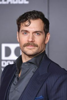 Henry Cavill News: 'Justice League' World Premiere In Los Angeles Henry Cavill Beard, Henry Cavill Justice League, Hairy Men, Beard Styles, Best Actor, American Actors, Gorgeous Men, Pretty People, Handsome