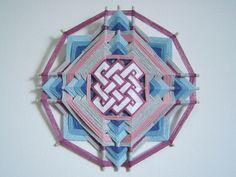 Olho-de-Deus - Mandala de Linha Gods Eye, Thread Art, Horse Art, String Art, Interior Design Living Room, Handicraft, Diy And Crafts, Artsy, Crafty