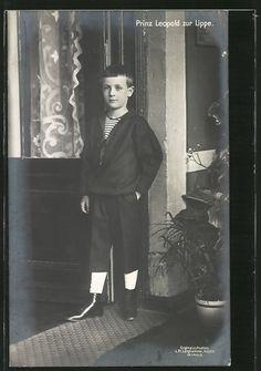 Prinz Leopold zur Lippe als Kind im Matrosen-Zweiteiler