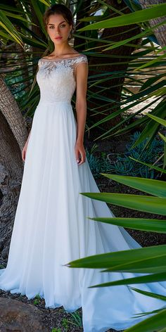 Fashionable Tulle & Chiffon Bateau Neckline Full-length A-line Wedding Dress With Lace Appliques