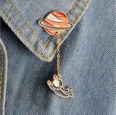 Jisensp Moda Astronauta Terra do Coelho Da Lua Saturno Planeta Marte Homens Gotejamento Broches Mulheres Pinos Badge Colar Animal Jóias Presentes