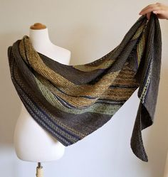 Ravelry: kswingle's Rustic Wrap This is my red/brown/tan shawl done in earth tones - love it! Knit Cowl, Knitted Shawls, Crochet Scarves, Crochet Shawl, Knit Crochet, Lace Shawls, Knitting Designs, Knitting Patterns, Knit Wrap