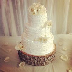 Rustic wedding cake. This with daisies and/or sunflowers :)