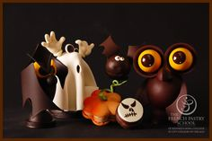 Chocolate Showpieces - The French Pastry School Chocolate World, Chocolate Coins, Luxury Chocolate, Chocolate Bunny, Chocolate Art, Homemade Chocolate, Chocolate Designs, Chocolat Halloween, Halloween Chocolate