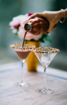 Nutella Martini - Delicious and Festive Holiday Cocktails - Photos Party Drinks, Cocktail Drinks, Alcoholic Drinks, Beverages, Malibu Cocktails, Cheap Cocktails, Cocktail Night, Cocktail Ideas, Classic Cocktails