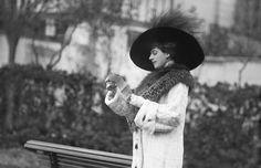 Mata Hari: al honderd jaar in het verdachtenbankje | TROUW