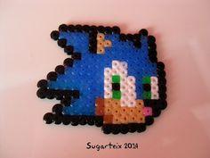 Cabeza de Sonic en hama mini para llavero.  Si te gusta puedes adquirirlo en nuestra tienda on-line: http://www.sugarshop.eu
